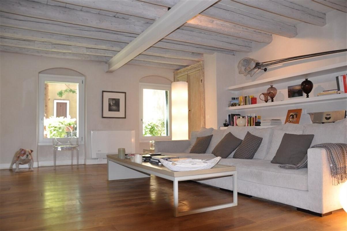 Venezia giudecca vicino harry 39 s dolci appartamento in for Casa con 6 camere da letto in vendita vicino a me